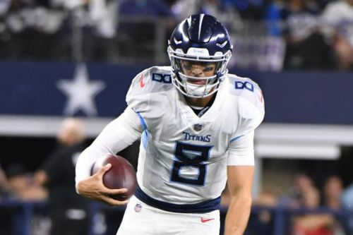 Titans try to stay in playoff hunt vs. Giants