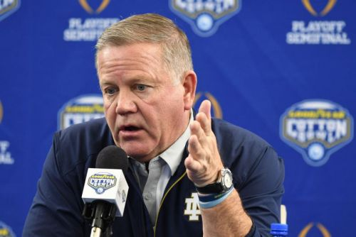 Notre Dame football players to move into hotel, quarantine before workouts