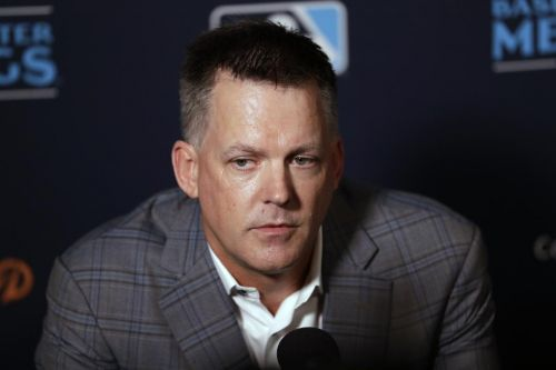 Astros manager A.J. Hinch eager to tell his side of sign stealing story, but can't