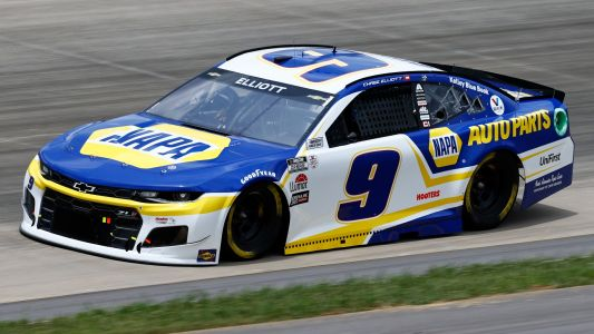 Chase Elliott disqualified after Nashville race for loose lug nuts on car