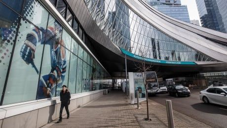 Edmonton doctor questions safety of NHL's hub city return