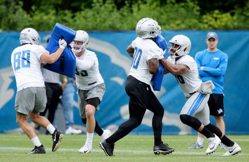Lions waive Roberts after trade with Patriots falls through