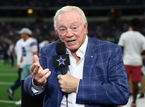 Opinion: Cowboys owner Jerry Jones is angling toward right side of history on protests during anthem