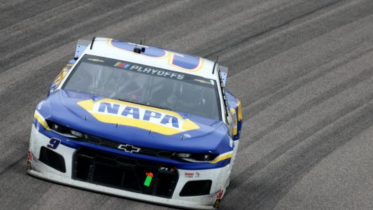 Radio failure forces Chase Elliott to get creative, prompts complaints of NASCAR favoritism