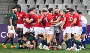 Luke Cowan-Dickie scores first try of Lions series