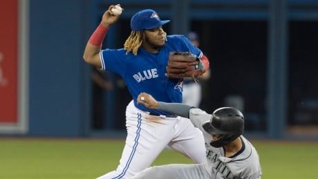 Vladimir Guerrero Jr. suffers knee injury as Jays fall to Mariners