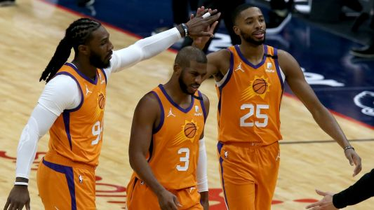 Jae Crowder believes Chris Paul was helping coach Suns via text message during Game 1