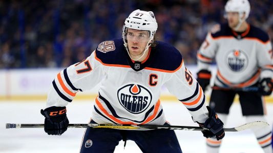 Connor McDavid's goal, two assists leads Oilers to win in Ken Hitchcock's debut