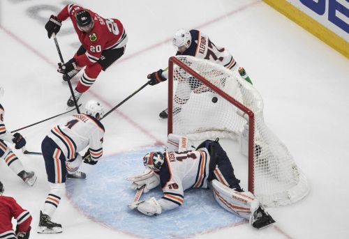Blackhawks bounce Oilers from NHL post-season with win in qualifying play