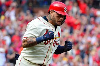 Yadi, rehabbing after knee surgery, on '19 Cards: 'It's going to be a good year for us'