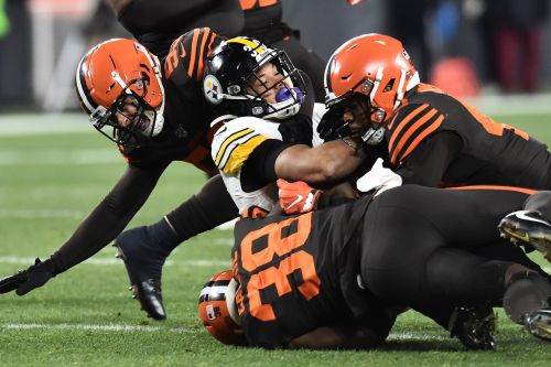 Browns score win over Steelers as brawl breaks out in ugly finish
