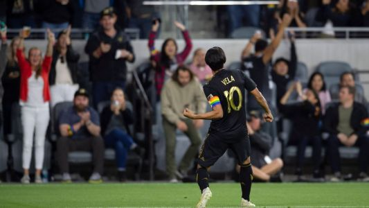 Vela strikes again in LAFC thrashing of Montreal
