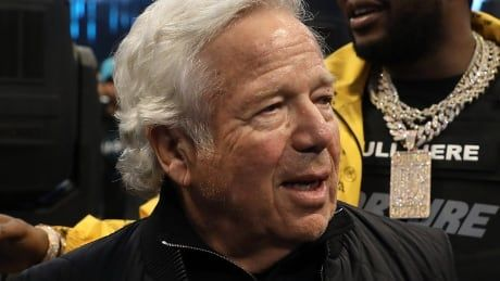 Prosecutors offer to drop prostitution charges against Patriots owner Kraft