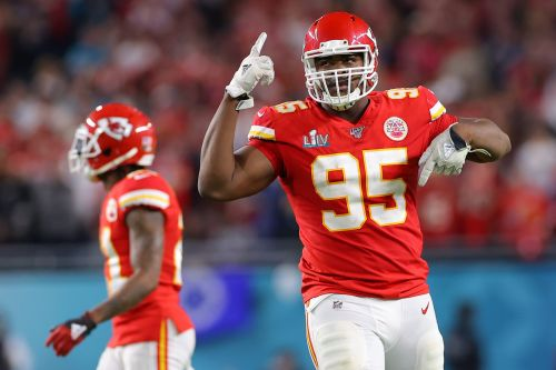 Kansas City Chiefs, Pro Bowler Chris Jones agree to four-year extension ahead of franchise-tag deadline, per report