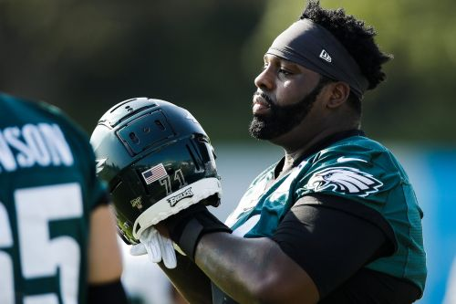 Philadelphia Eagles sign Jason Peters to a one-year contract, but where will he play?