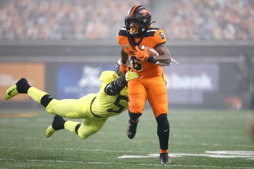 Oregon State upsets rival No. 11 Oregon with fourth-quarter rally, capped by last-minute TD