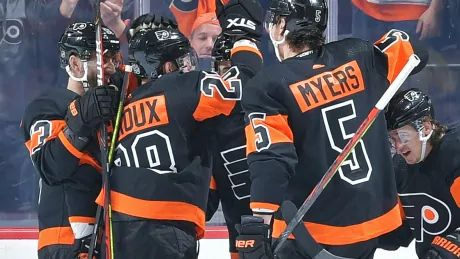 Flyers stay hot, score late to eke out victory over resilient Senators