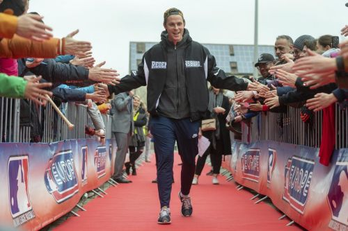 Twins outfielder promotes baseball in his native Germany
