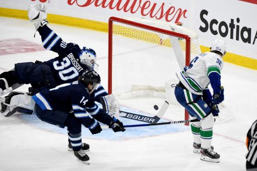 Hoglander scores twice as Vancouver Canucks dump slumping Winnipeg Jets 3-1