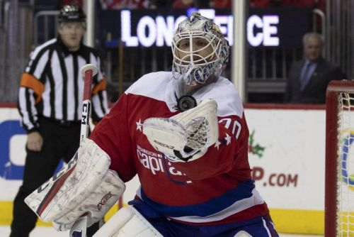 Watch: Capitals' Holtby, Maple Leafs' Andersen trade saves in wild sequence