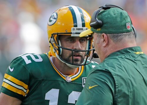 Packers' Aaron Rodgers concerned that knee injury could keep getting worse