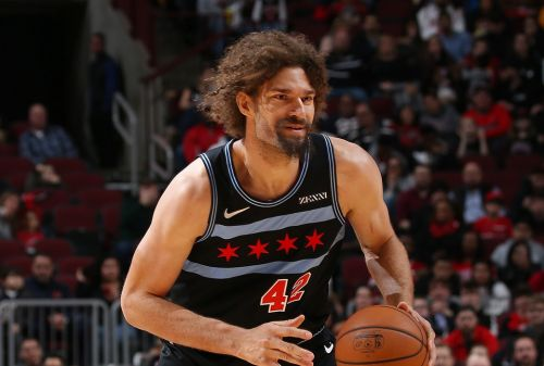 Bulls determined to not buy out Robin Lopez, who would sign with Warriors if it happened, per report