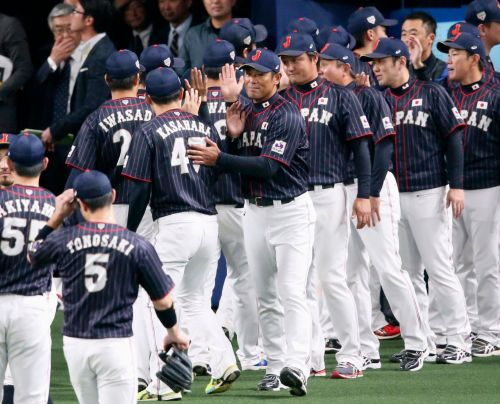 Japan eyes '20 gold after beating MLB All-Stars