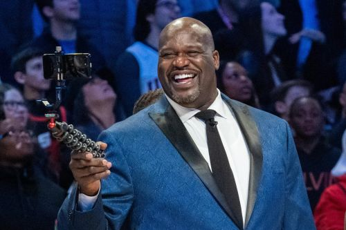 Former NBA superstar Shaquille O'Neal assists stranded Florida driver
