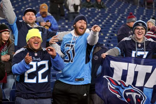 Opinion: Amid coronavirus uncertainty, NFL resolute in staying the course for 2020 season - for now