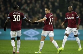 Dubious Hernandez goal helps West Ham beat Fulham 3-1