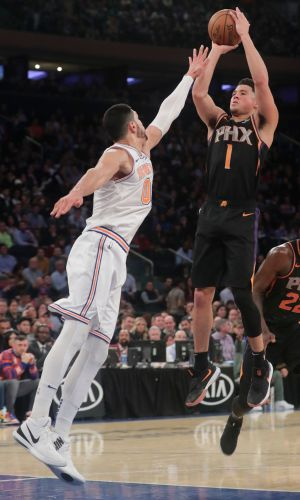 Suns use big 3rd quarter to beat Knicks for 3rd in a row