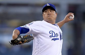 Dodgers' Ryu only player to accept $17.9M qualifying offer