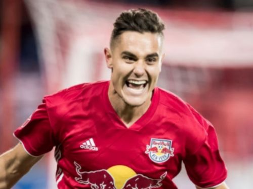 Red Bulls sign MLS Defender of the Year Long to contract extension
