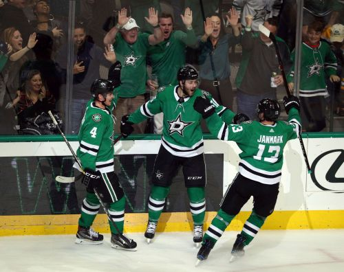 Jason Dickinson scores in OT, Stars beat Bruins 1-0